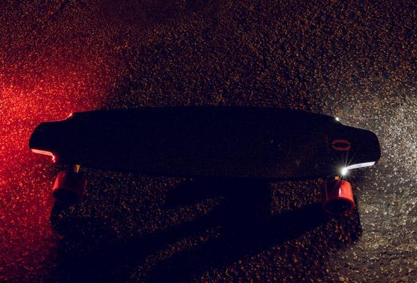 Inboard M1 inbyggda fram och bakljus elektrisk skateboard i Sverige